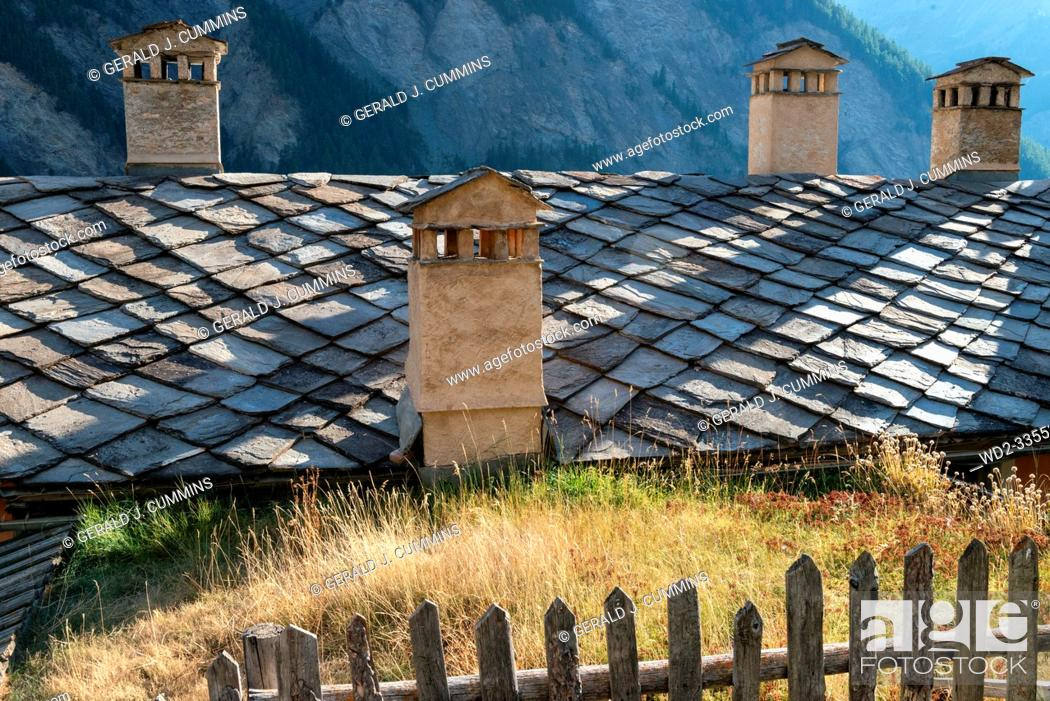 Imagen: France, Saint-Véran, High Alps, 09/2016 Chimney staks on the roofs in the village of Saint Veran, the highest in France, On the list on the most beautiful.