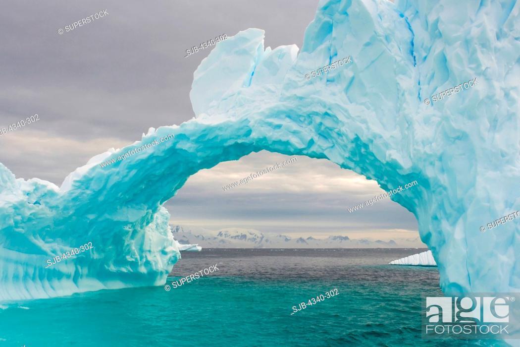 Imagen: Arched Iceberg.