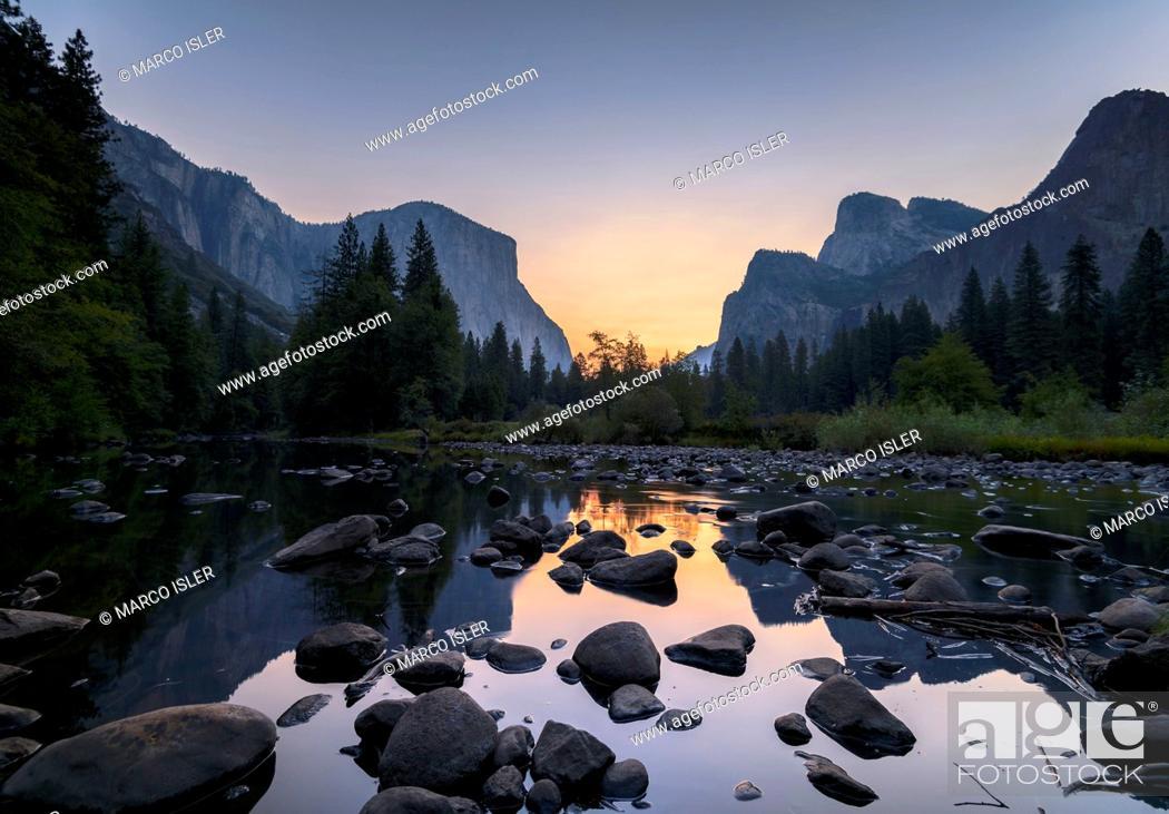 Stock Photo: Sunrise in the Merced River, the USA, California, Yosemite Valley.