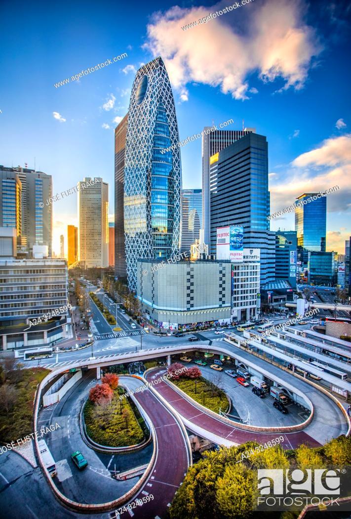 Imagen: Japan, Tokyo City. Shinjuku Ward, Shinjuku Station west side, Cocoon Tower.