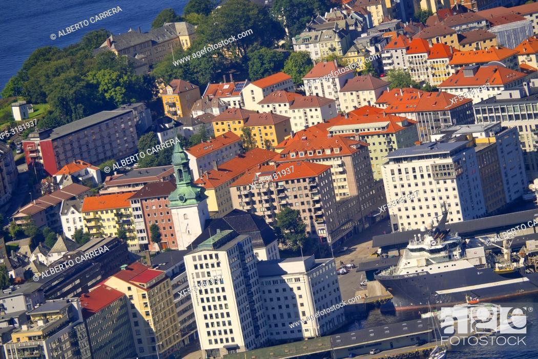 Imagen: Bergen View from Floyen Mountain, Bergen, Norway, Scandinavia, Europe.