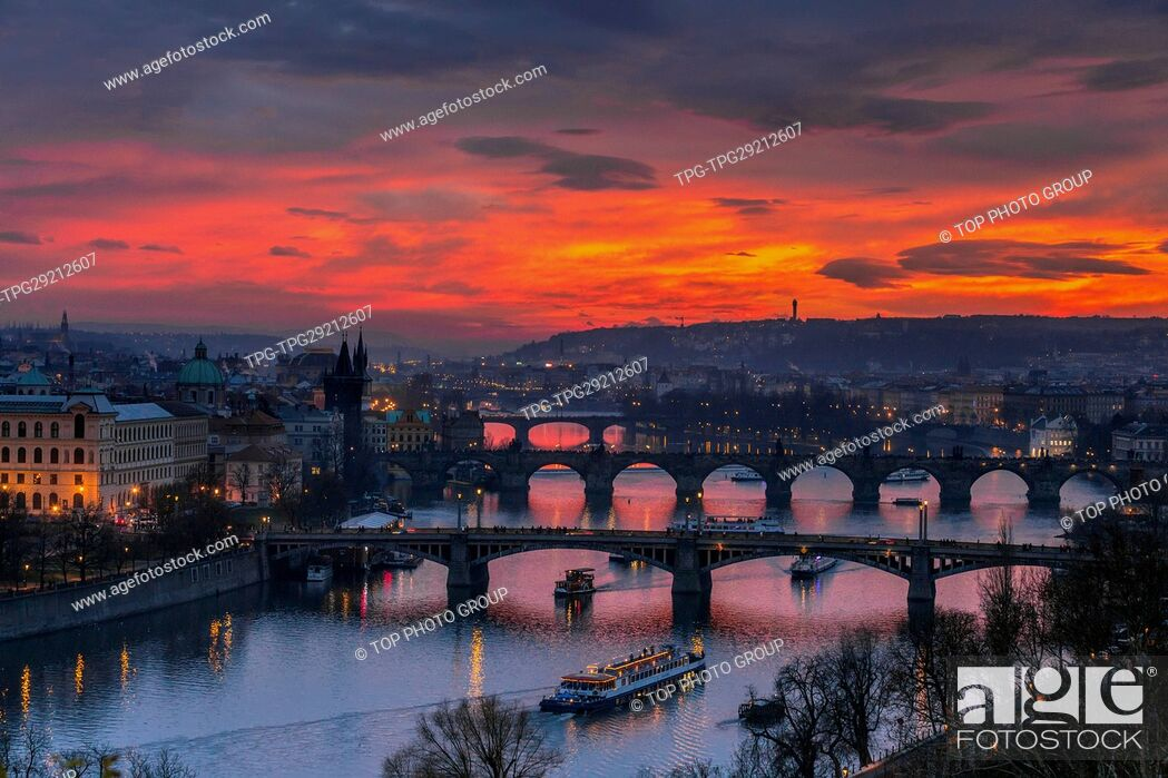 Imagen: Aerial View of the Voltava river through Prague; Czech Republic.