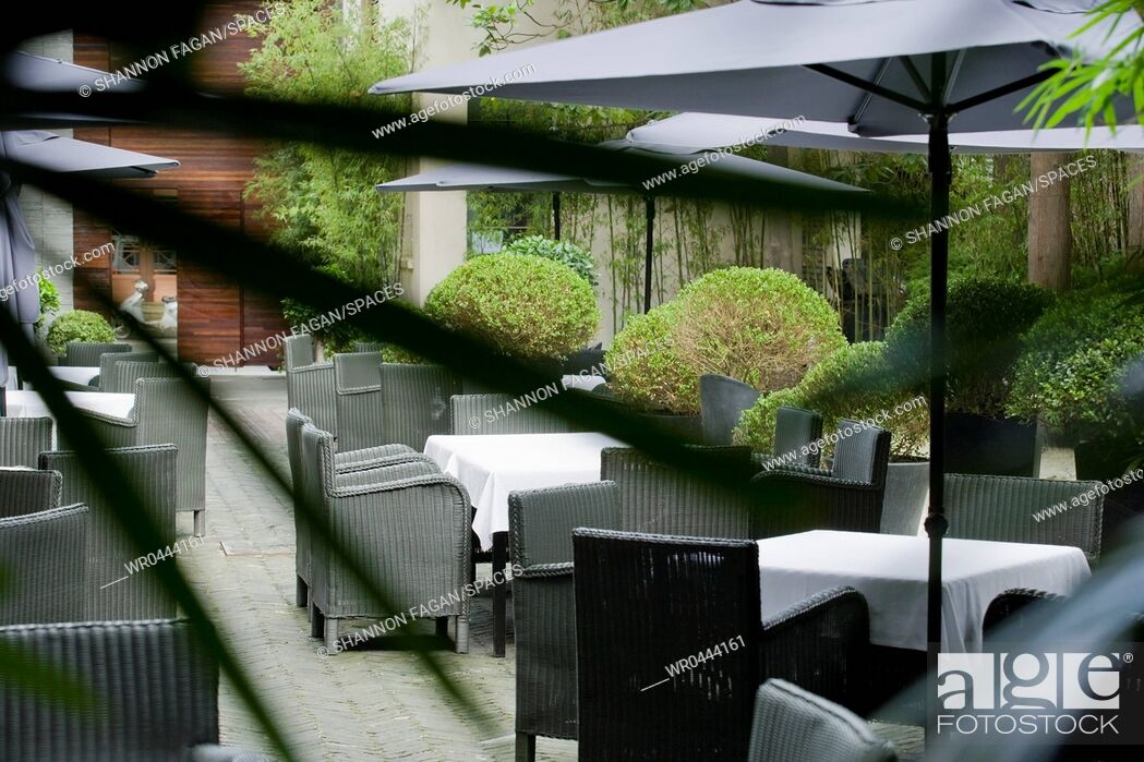 Imagen: Outdoor Restaurant Seating.