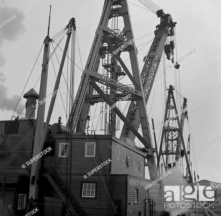 THIRD AVENUE SHIPS HARLEM RIVER NEW BRIDGE NEW YORK