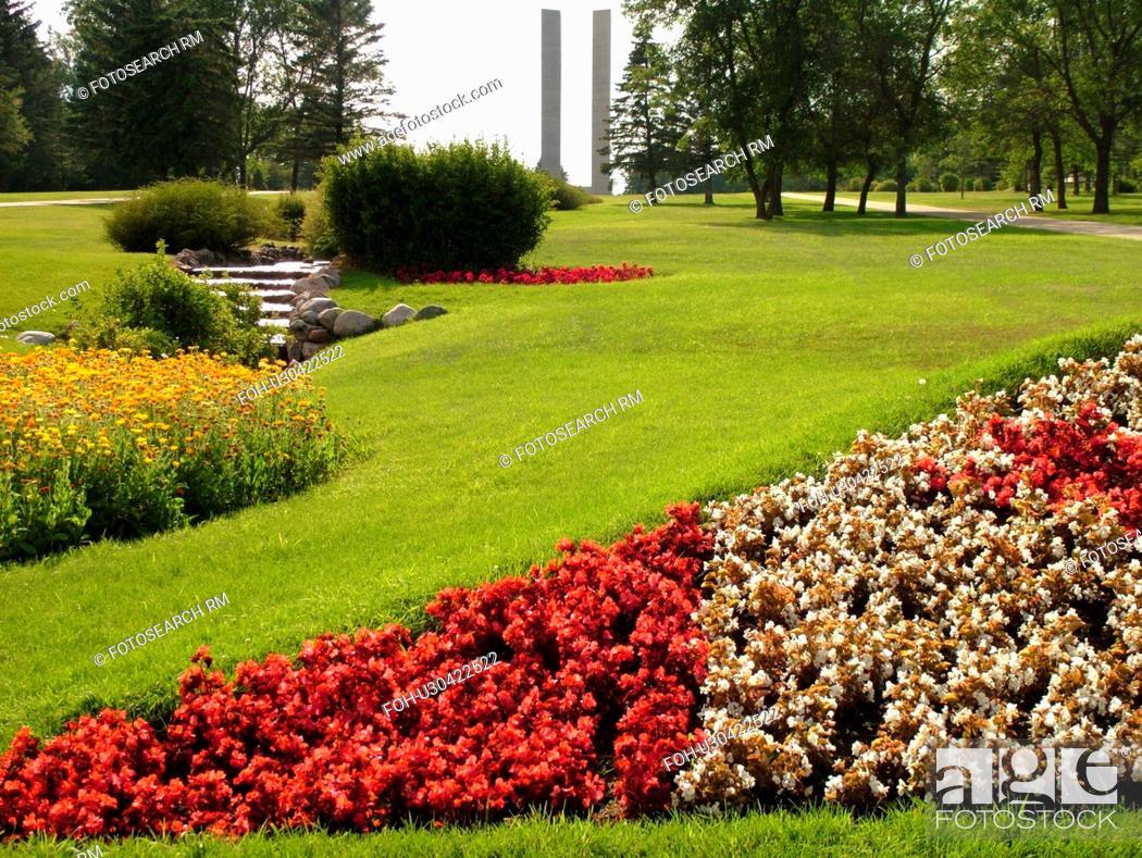 Stock Photo - Boissevain, Canada, MB, Manitoba, International Peace Garden, ND, North Dakota, USA, border, Canadian Flag made of flowers