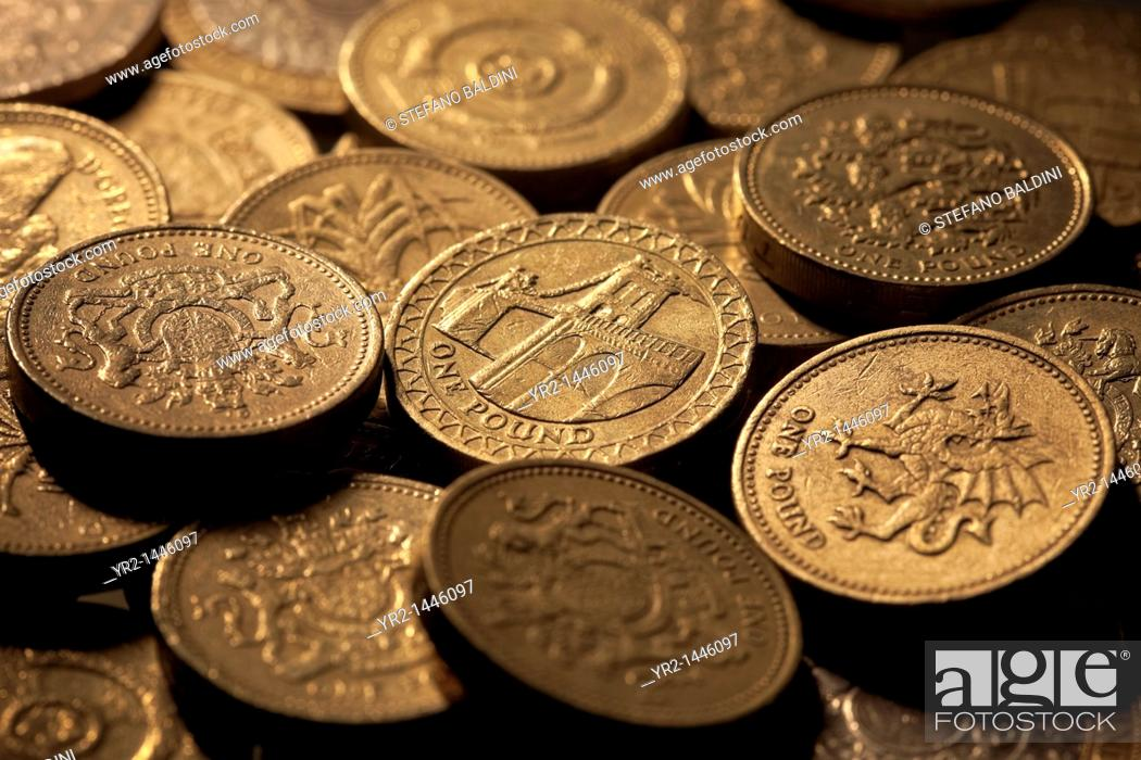 Imagen: british currency sterling pound coins.