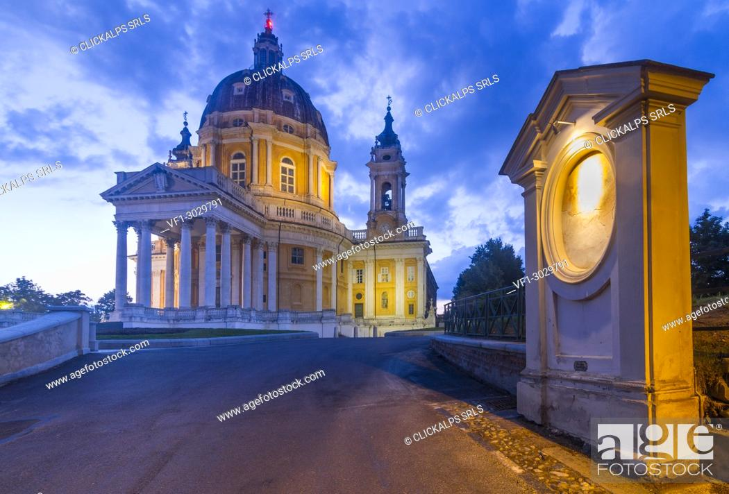 Photo de stock: The Basilica of Superga at evening. This church is placed on a hill over the city of Turin.