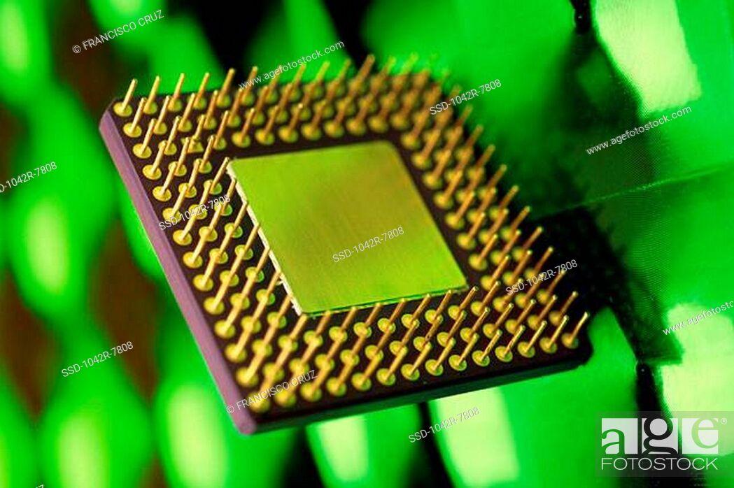 Imagen: Close-up of a computer chip.