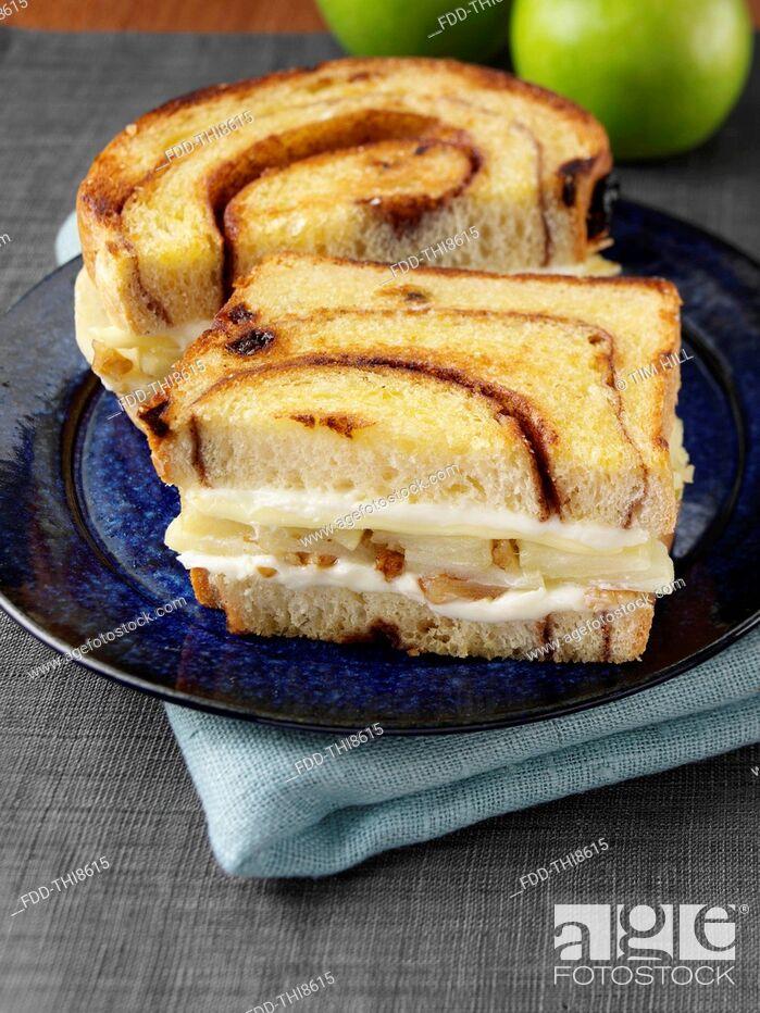 Imagen: An apple pie sandwich.