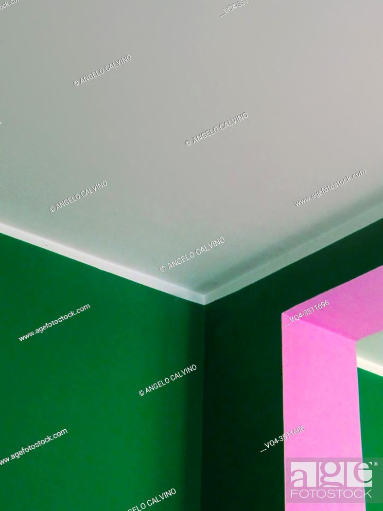 Imagen: Detail of internal Walls paitend in pink and green.
