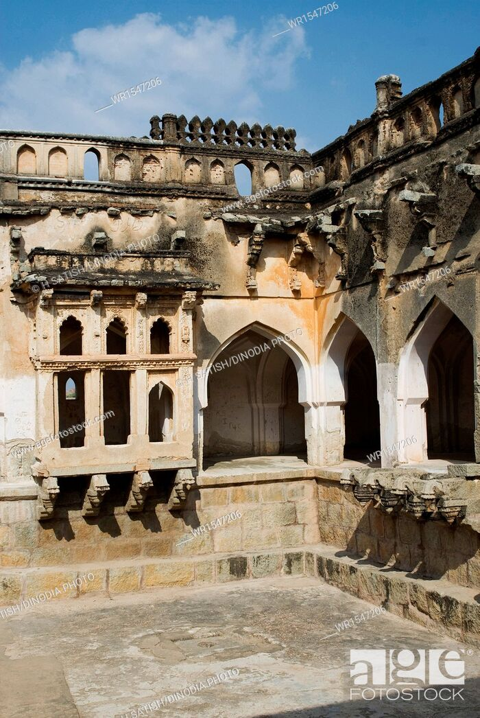 Imagen: Queens Bath in Hampi at Karnataka India Asia.