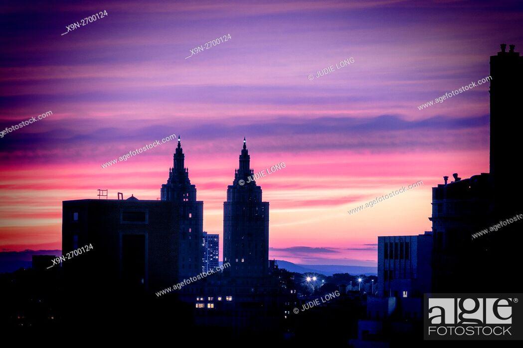 Stock Photo: New York Sunset. New York City, Manhattan, Upper East Side Looking Westward.