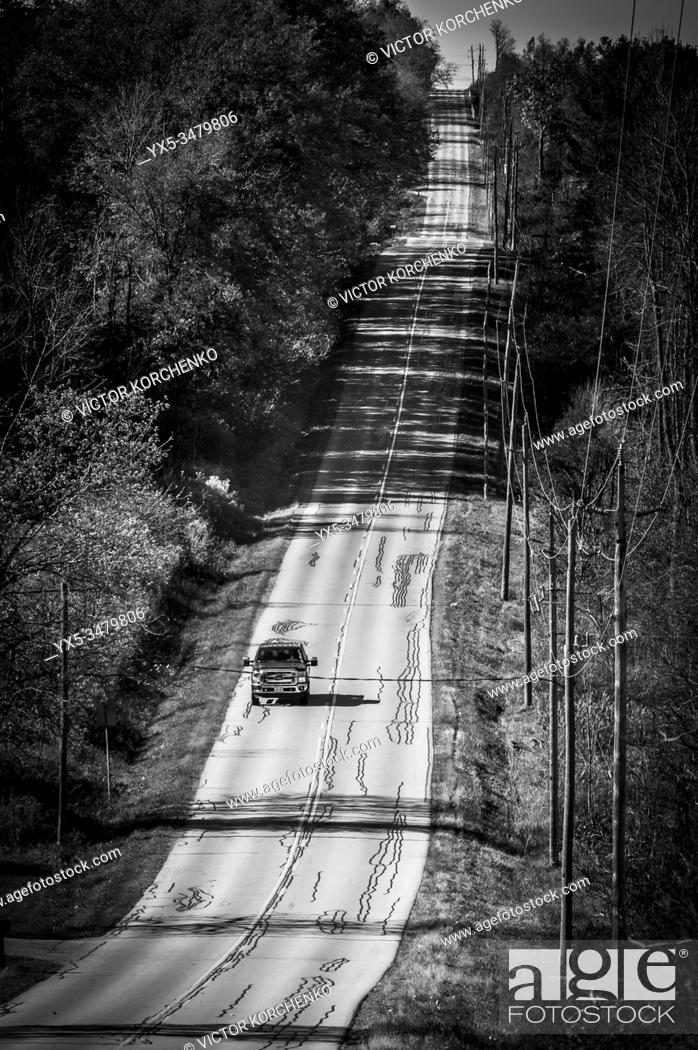 Photo de stock: Country road in rural Ontario in autumn.