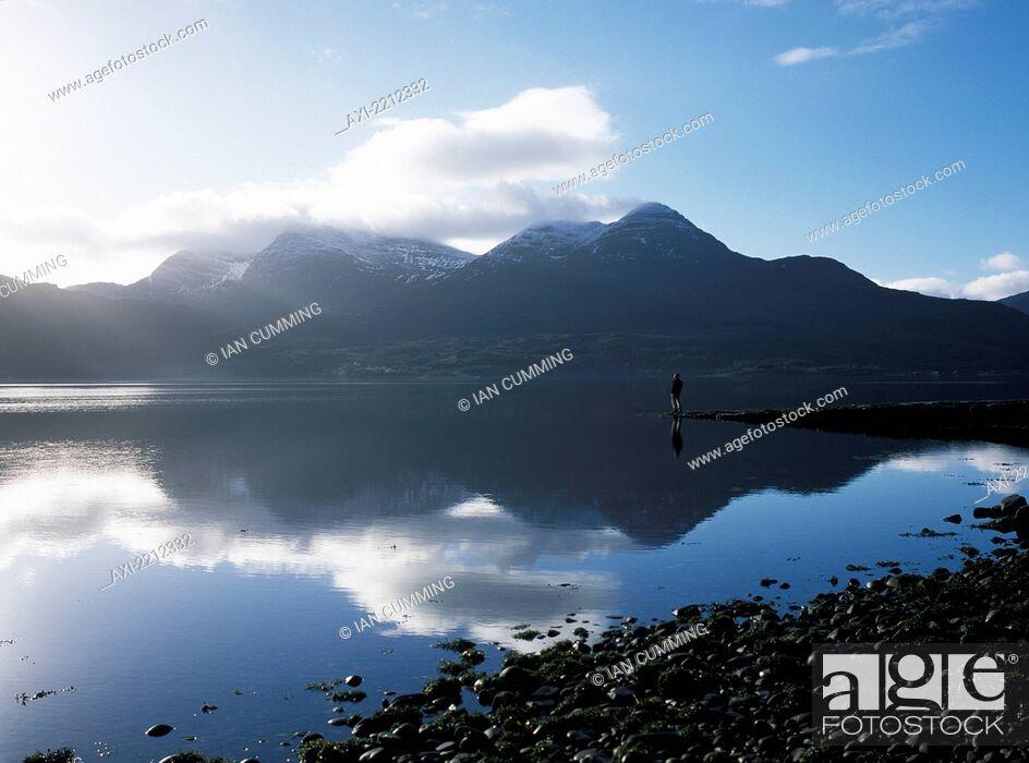 Imagen: Man Standing On End Of Pier Beside Loch Torridon On A Calm Morning, Ross-Shire, Scotland.