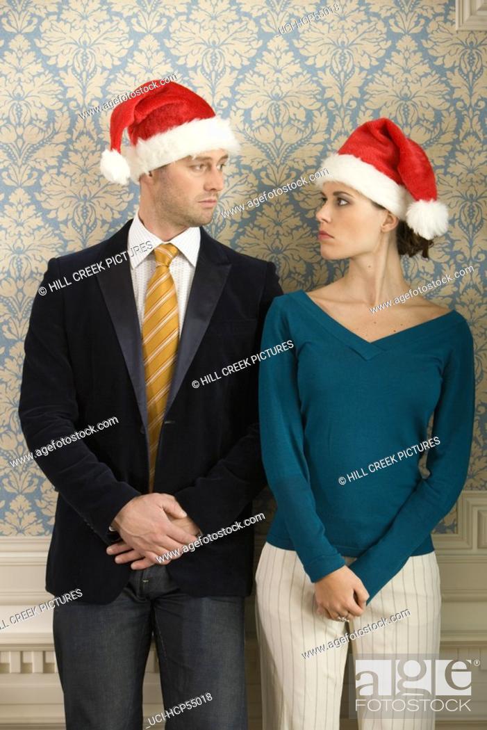 Imagen: Couple in Santa hats.