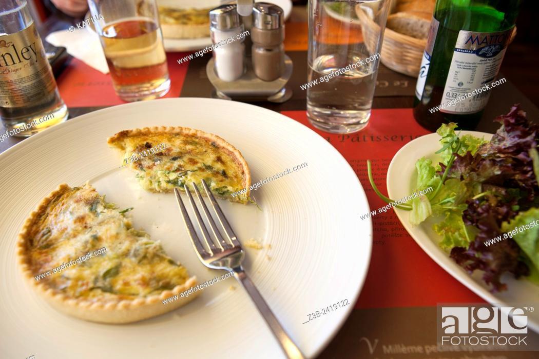 Imagen: Vegetable quiche at a cafe in the Vinohradska neighborhood of Prague, Czech Republic.