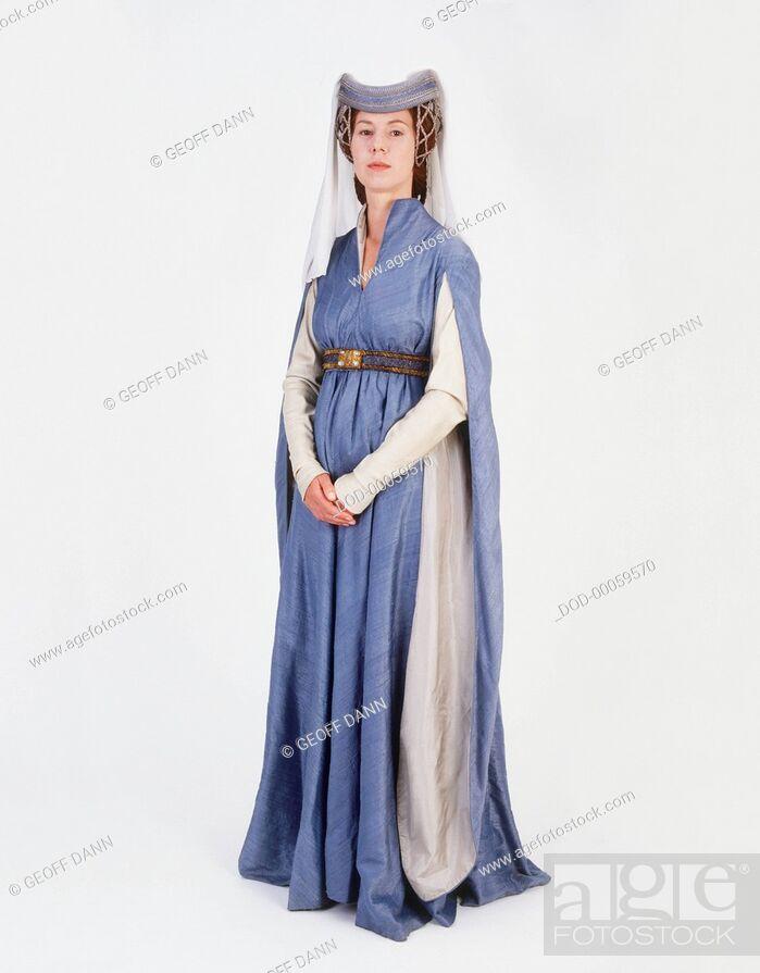Imagen: Model dressed as medieval Lady.