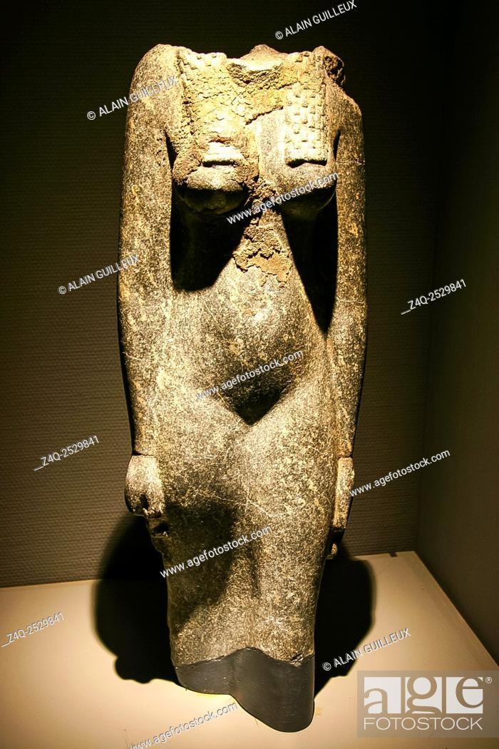 Imagen: Egypt, Alexandria, Bibliotheca Alexandrina, Archeological Museum, headless statue of Isis, granit.