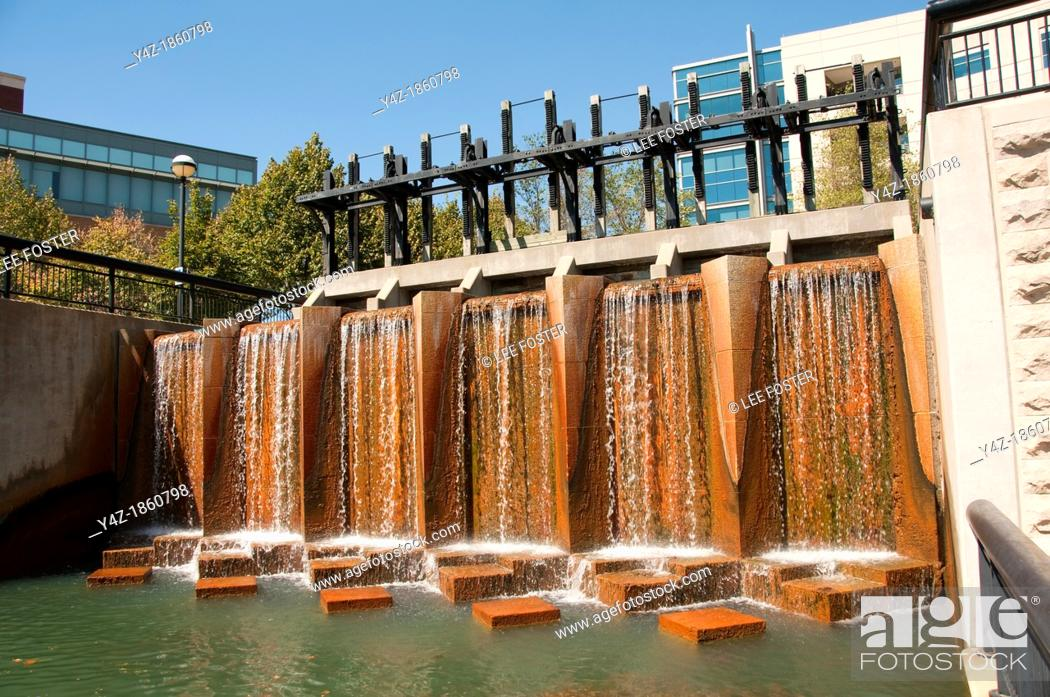 Stock Photo: USA, Indiana, Indianapolis, canal in downtown area with architectural features.
