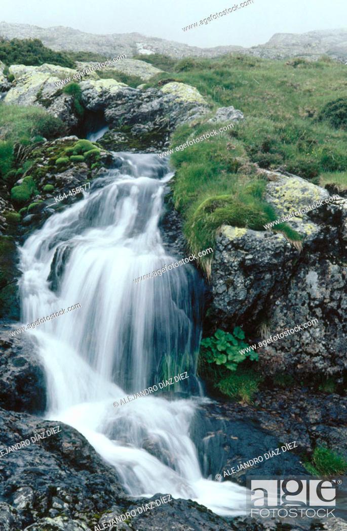 Stock Photo: Waterfall. Pineda, Liébana. Cantabria, Spain.