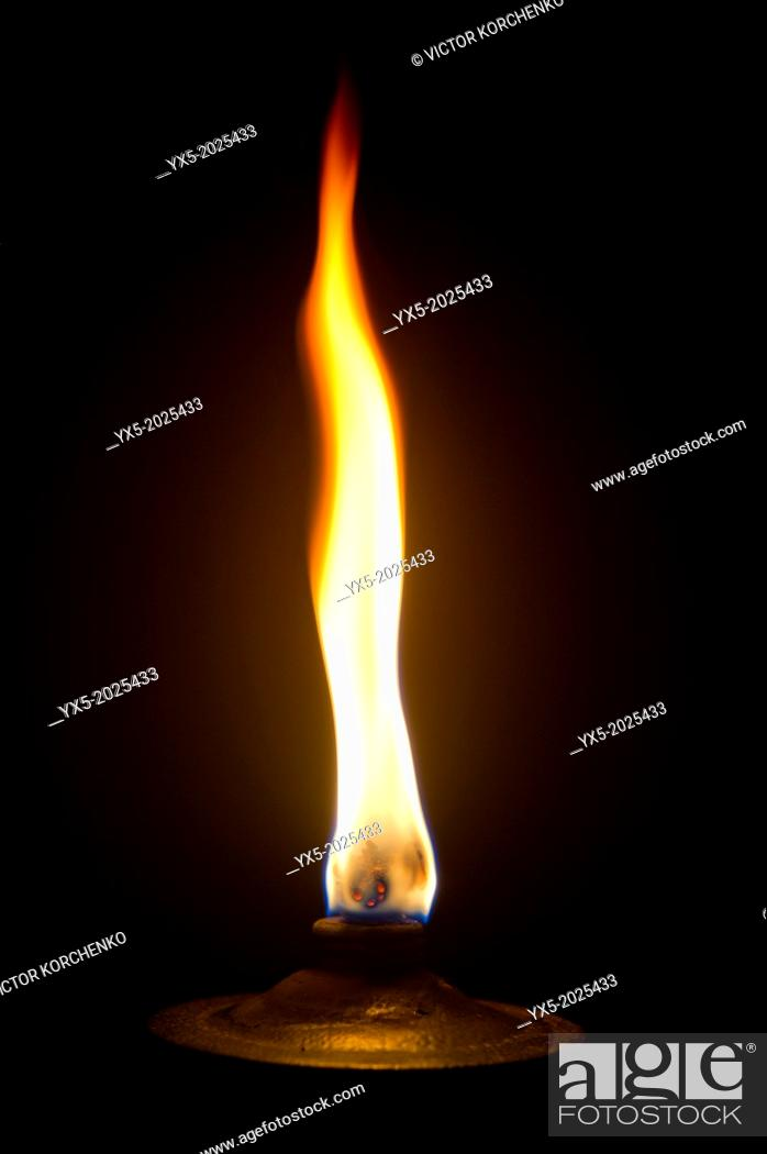 Imagen: Garden torch burning.