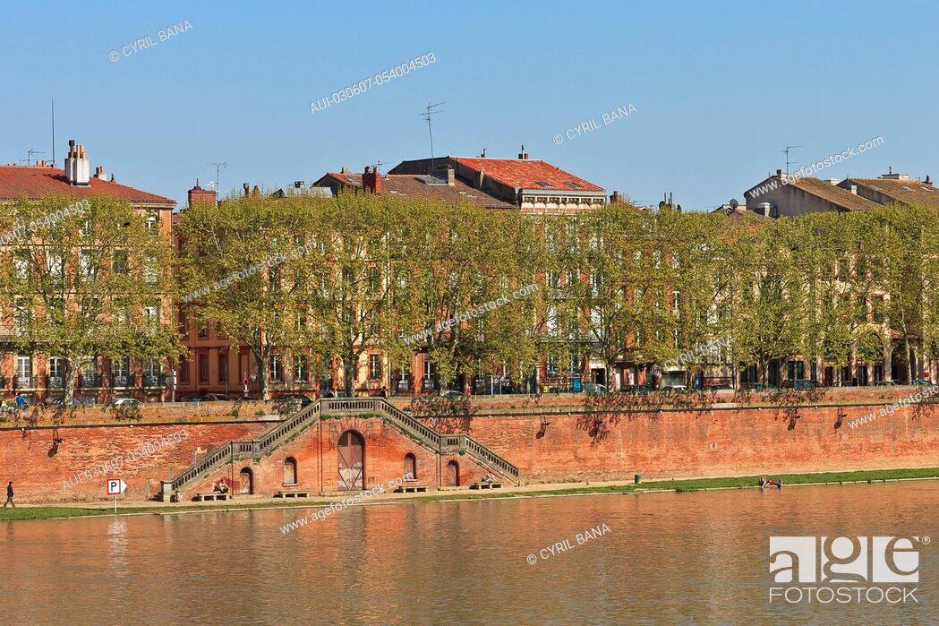 Stock Photo: France, Toulouse, [Garonne river banks][urban scenery].