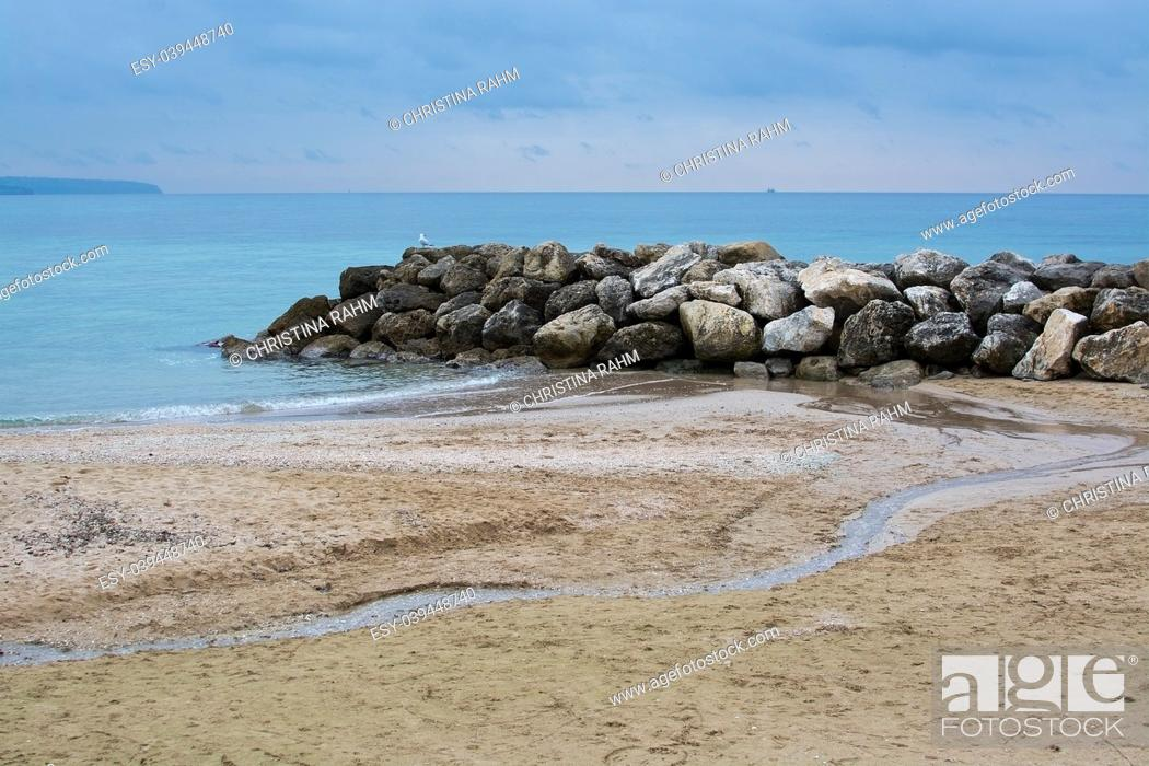 Imagen: Water, rocks, seagull and meandering water on sandy tranquil Mediterranean winter beach in Mallorca, Balearic islands, Spain in February.