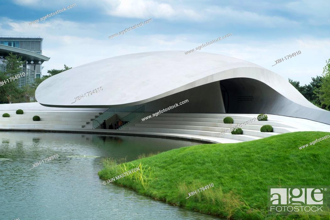Stock Photo: New ultra modern Porsche Pavilion at Autostadt or Auto City in Wolfsburg Germany, Architect Henn.