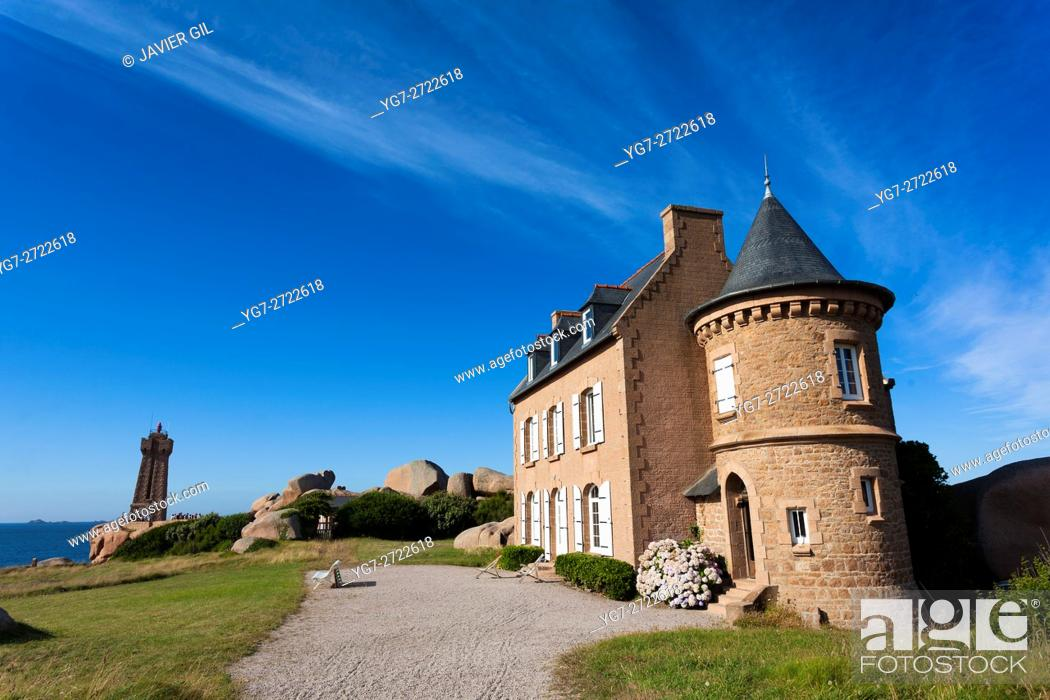 Stock Photo: Lighthouse at Cote de Granit Rose, Ploumanach, Brittany, France.