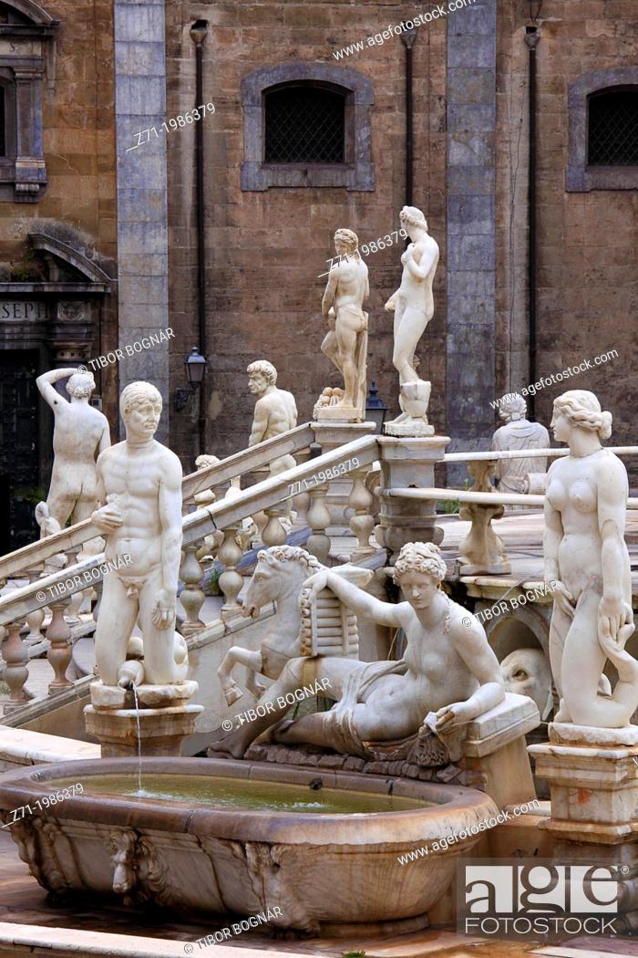 Stock Photo: Italy, Sicily, Palermo, Piazza Pretoria, fountain, .