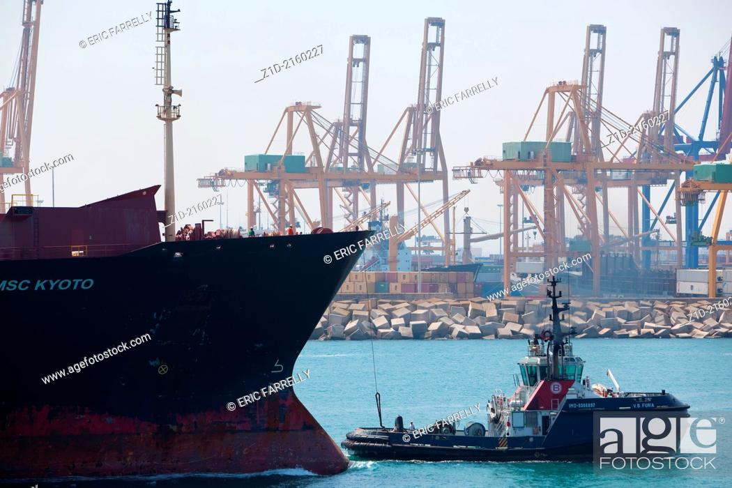 """Imagen: Container ship """"""""MSC KYOTO """""""" entering Valencia harbour Spain with tugs assisting."""