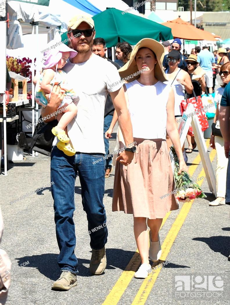 Summer Glau And Husband Val Morrison Take Their Daughter Milena Jo Morrison To The Farmers Market Stock Photo Picture And Rights Managed Image Pic Wen Wenn24699095 Agefotostock Food, music, books, sports, laughs, rants. https www agefotostock com age en stock images rights managed wen wenn24699095