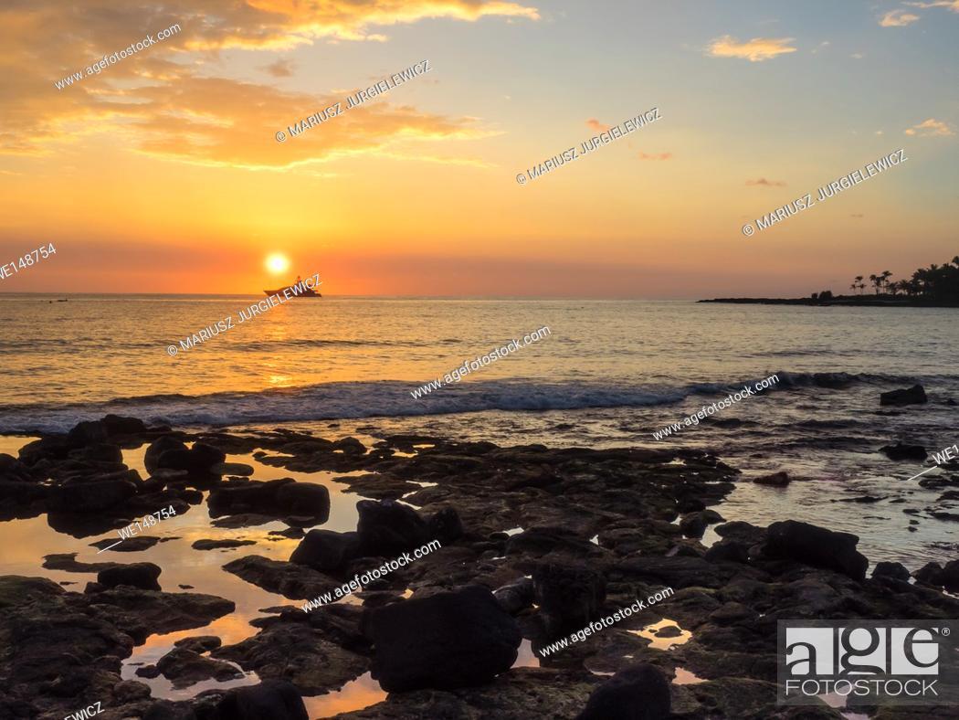Stock Photo: Beautiful sunset in Kailua-Kona on Hawaii Island.