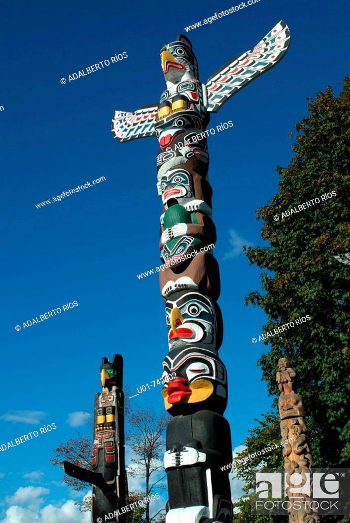 Stock Photo: totems in Stanley Park Vancouver.