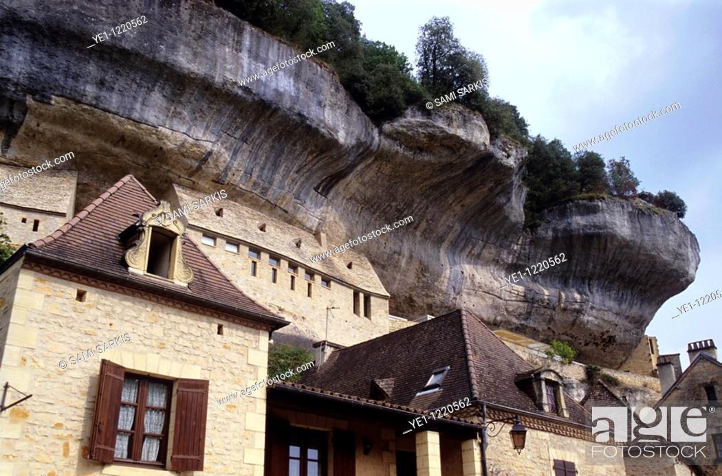 Stock Photo: Medieval buildings beneath an overhanging rock face, Les Eyzies-de-Tayac-Sireuil, Dordogne, France.