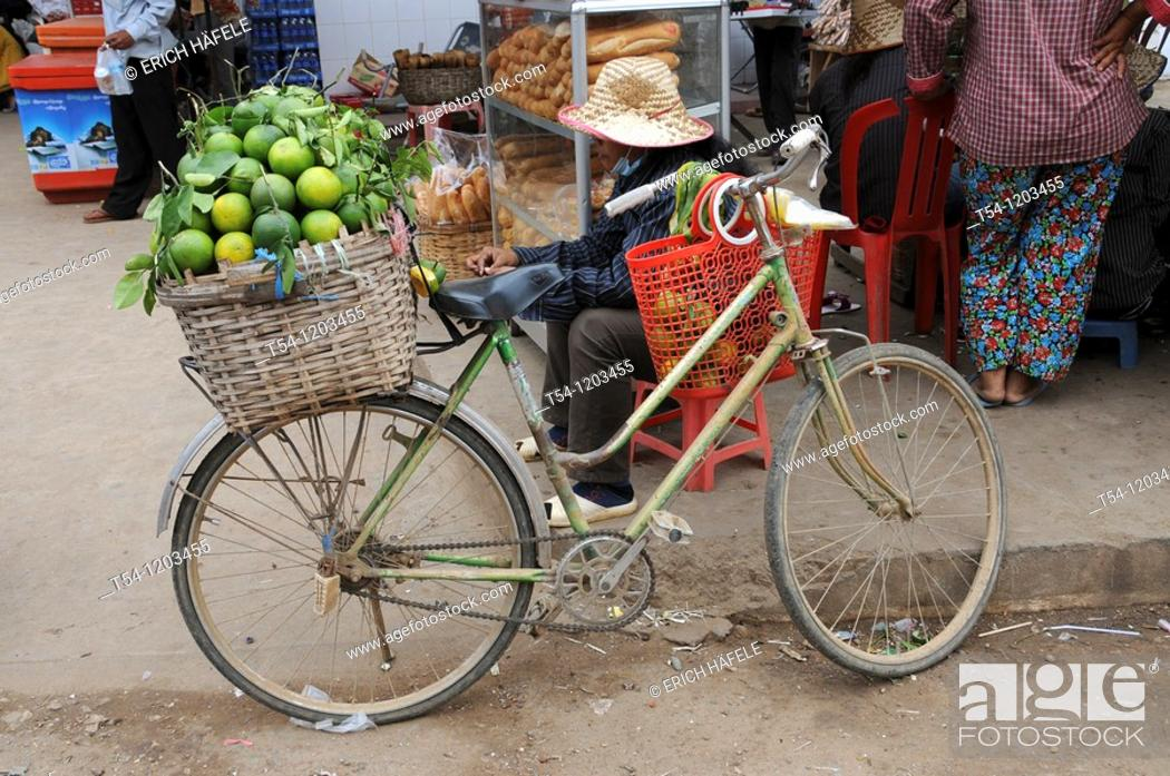 Stock Photo: Full basket with Lemons on the luggage rack of a bicycle.