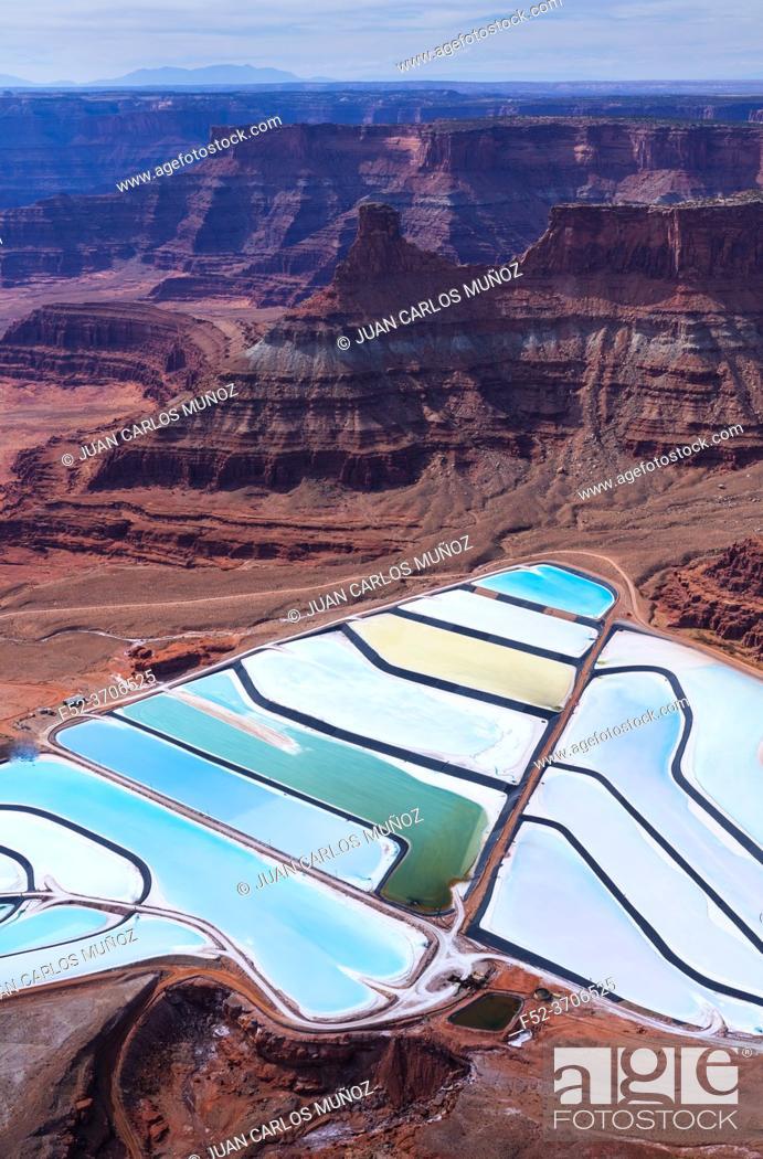 Imagen: Aerial View Texas Gulf Potash Pond, Canyonlands National Park, Utah, Usa, America.