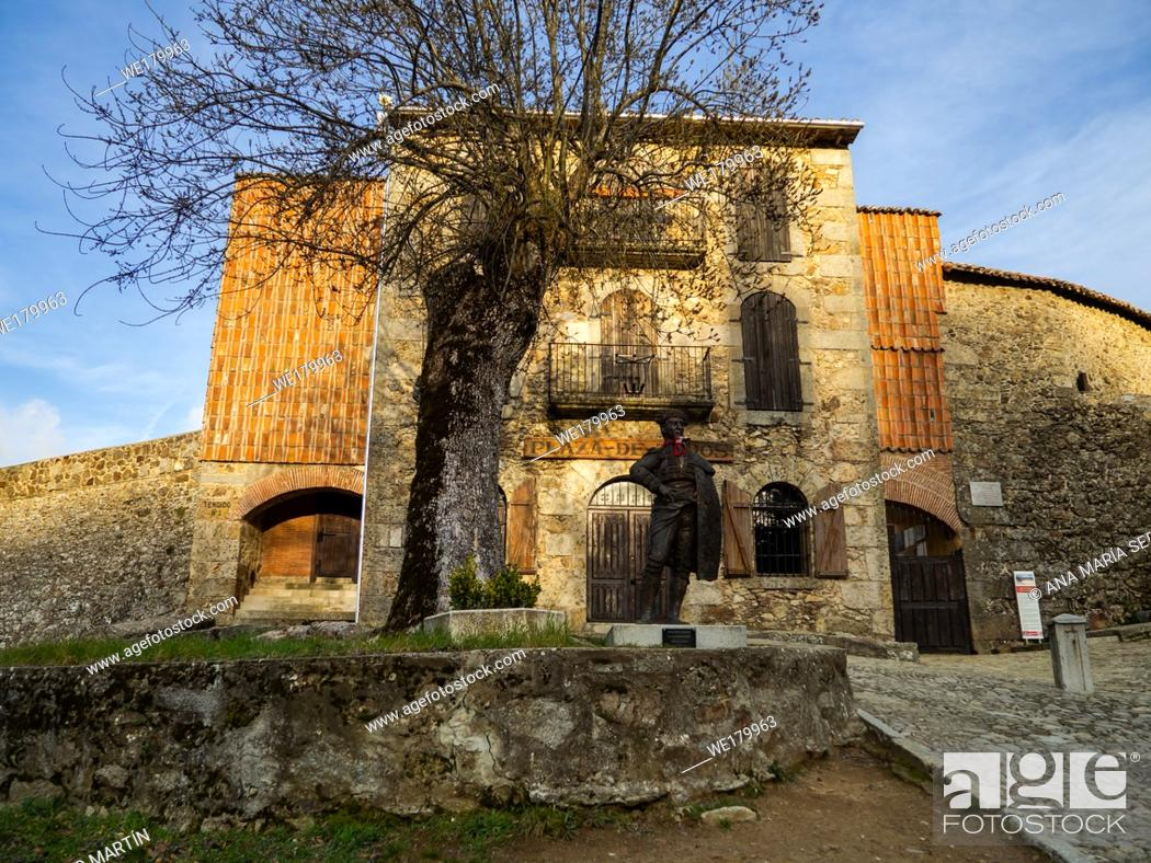 Imagen: La Ancianita: Monument of the oldest bullring in the world in Bejar (Salamanca).