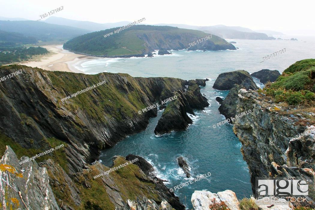 Imagen: Esteiro beach and Ria of O Barqueiro in Mañon. View of the cliffs. A Coruña province. Galicia. Spain.