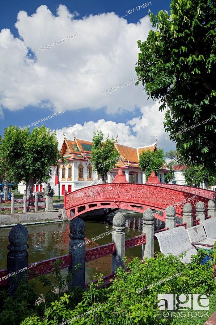 Stock Photo: Footbridge across canal, Wat Benchamabophit Marble Temple, Banglamphu, Bangkok, Thailand.