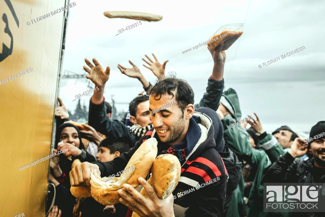 Distribution of food by Greek volunteers, refugee camp in Idomeni