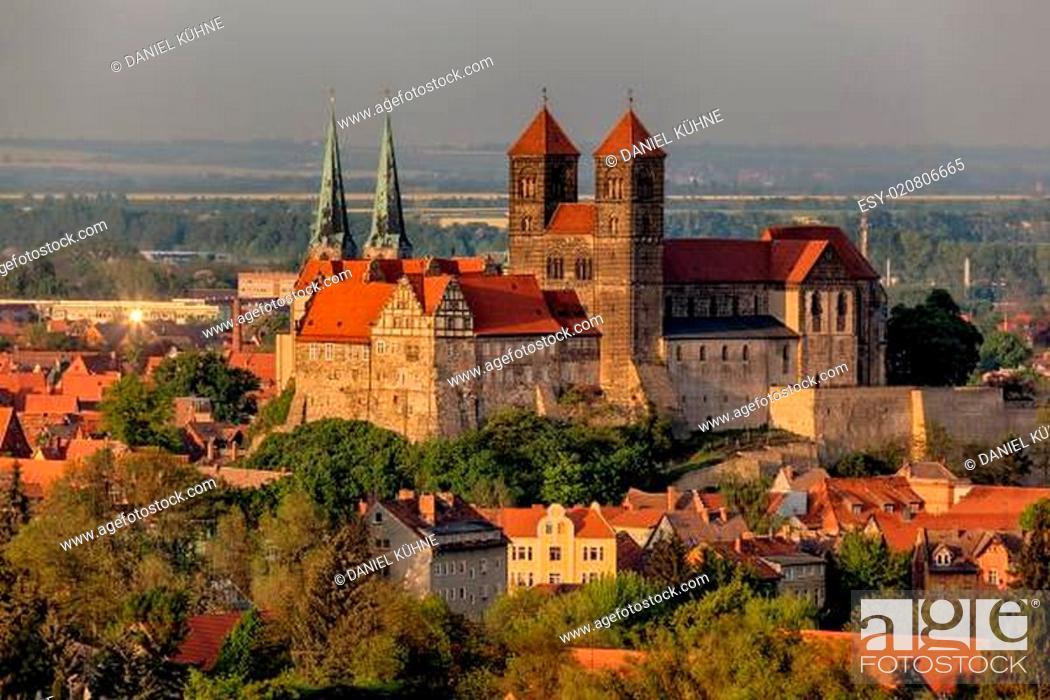 Stock Photo: Blick auf das Schloss und die Stiftskirche von Quedlinburg.
