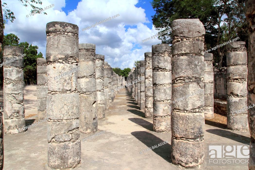 Stock Photo: Mayan Chichen Itza Mexico thousand columns temple in Yucatan.