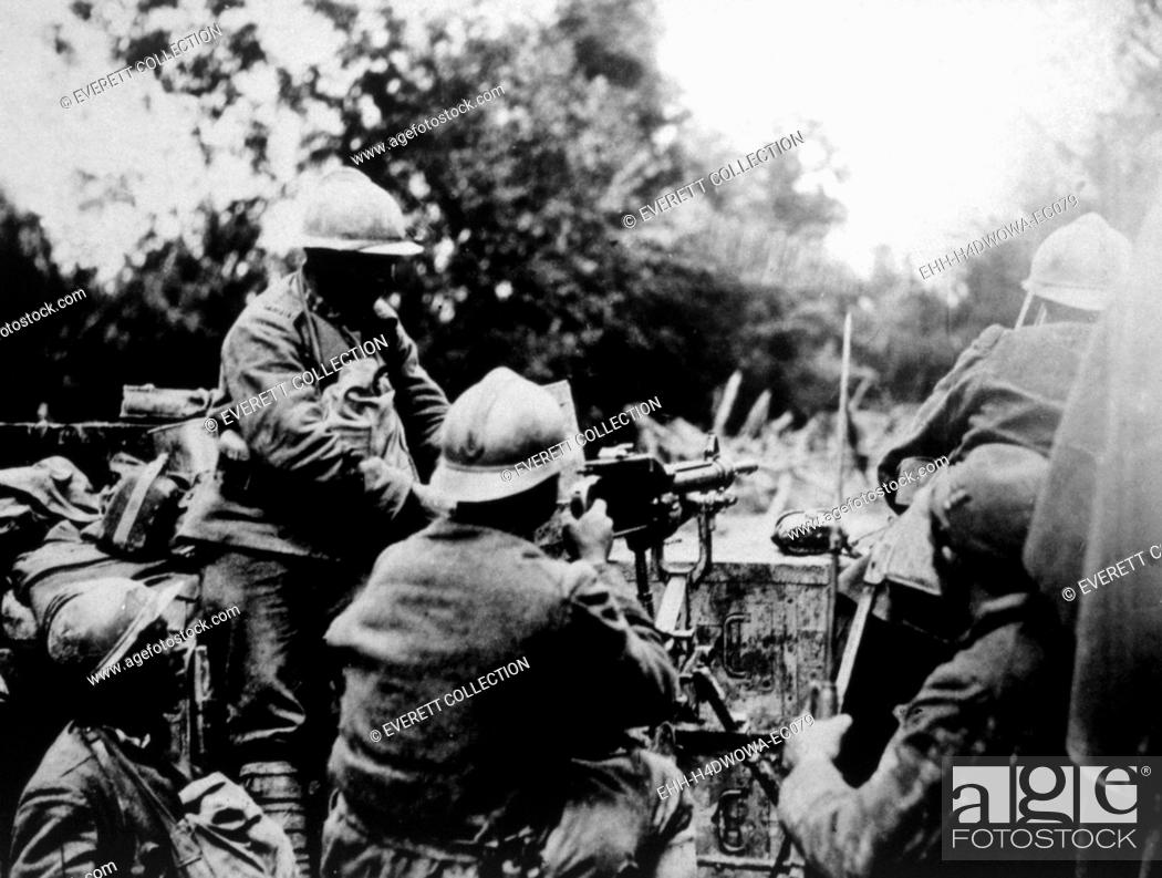 Imagen: World War I. Italian machine gunners barring the Fassalte Road in Italy, official Italian war photograph, 1918.