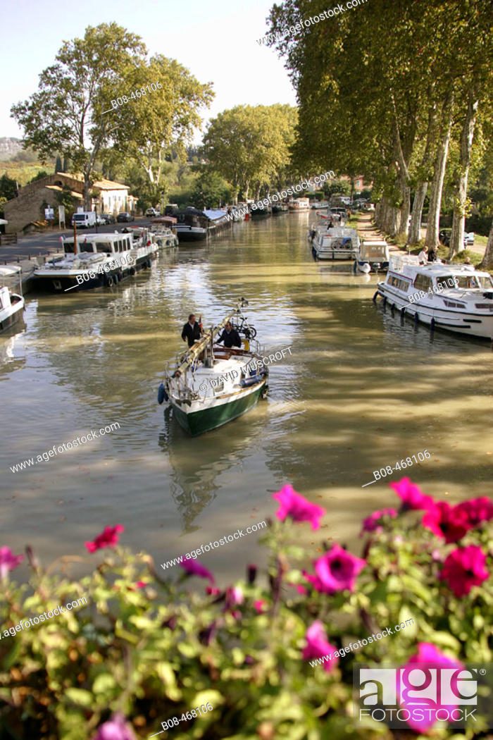 Stock Photo: Canal du Midi at Capestang. Hérault, Languedoc-Roussillon, France.