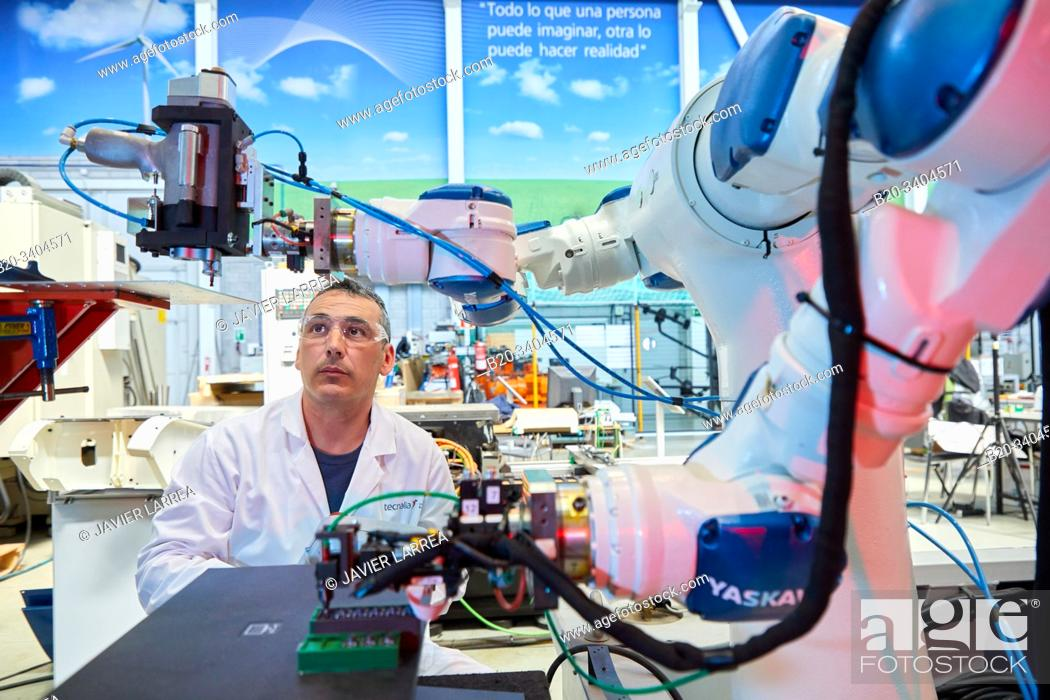 Stock Photo: VERSATILE, a project that seeks to overcome the technological barrier that prevents having flexible robotics facilities in production lines.