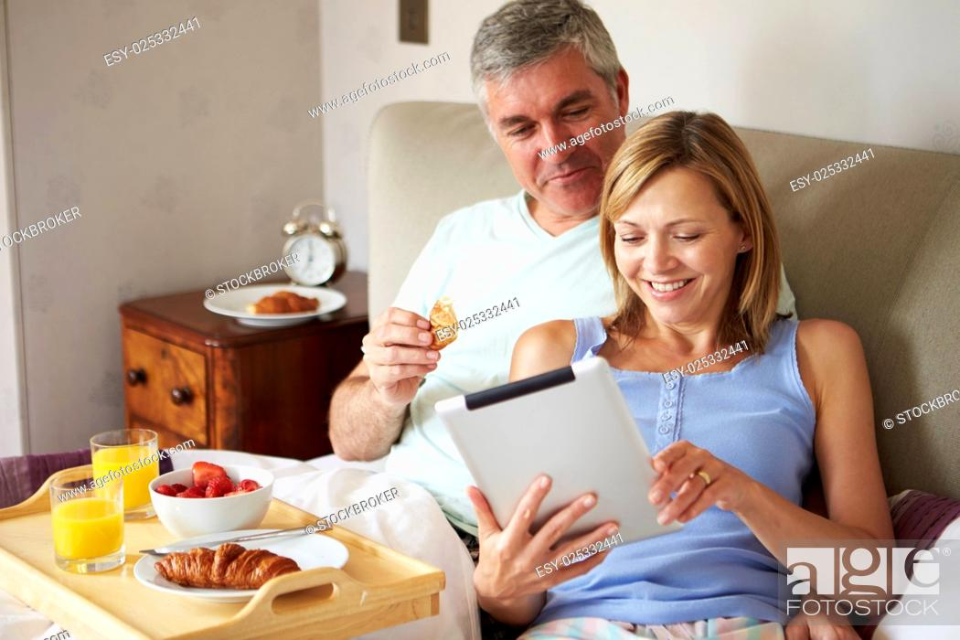 Imagen: Couple Eating Breakfast In Bed With Paper And Digital Tablet.