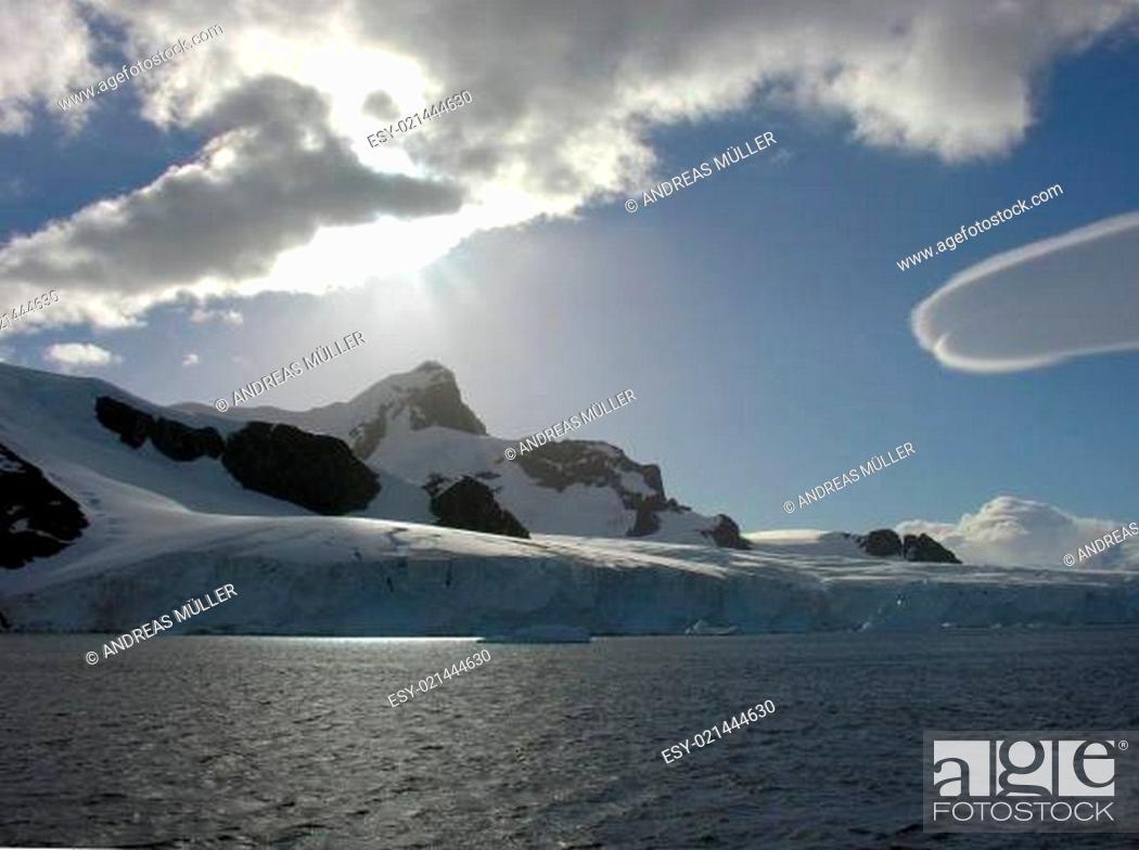 Imagen: Wolkenszenerie in der Antarktis.