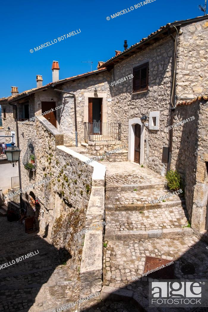 Stock Photo: alleys of the city of Barrea, in the Abruzzo national park, Italy, Europe.
