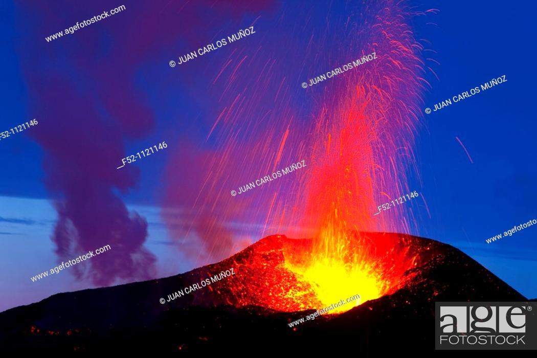 Stock Photo: Volcanic eruption in Fimmvörduhals area, South of Iceland.